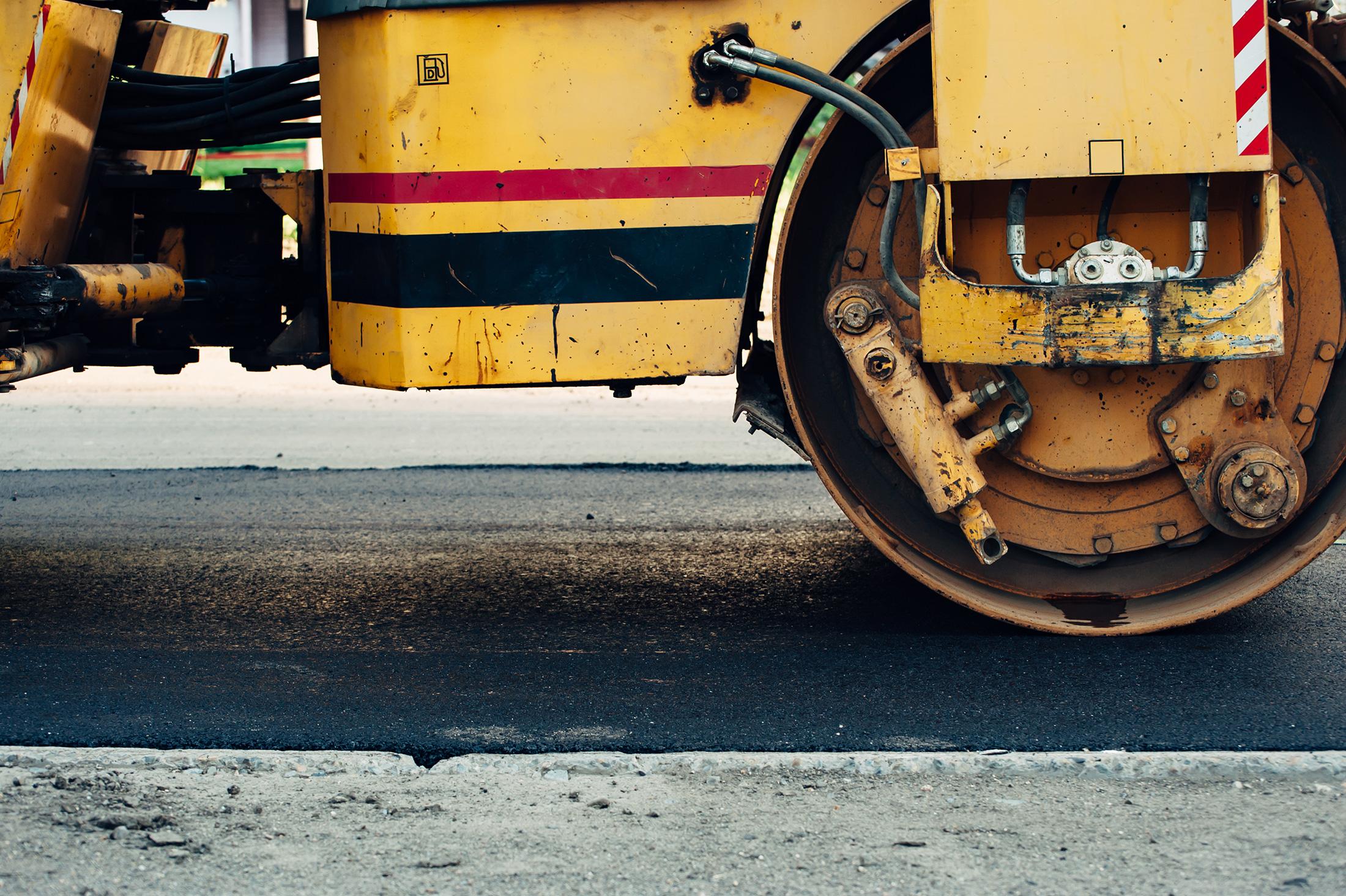Suministro de asfalto para el camino de acceso de las Fuerzas Armadas